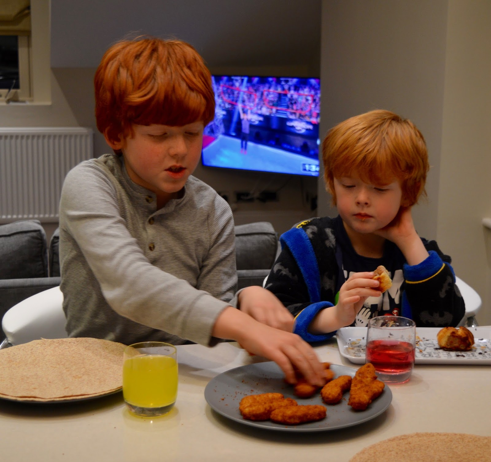 48 Hours in Harrogate with Kids | Harrogate Serviced Apartments Review - make your own fajitas
