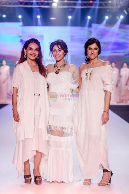 Manjari-Phadnis-For-Designer-Rina-Dhaka-Poonam-Soni-At-Bombay-Times-Fashion-Week
