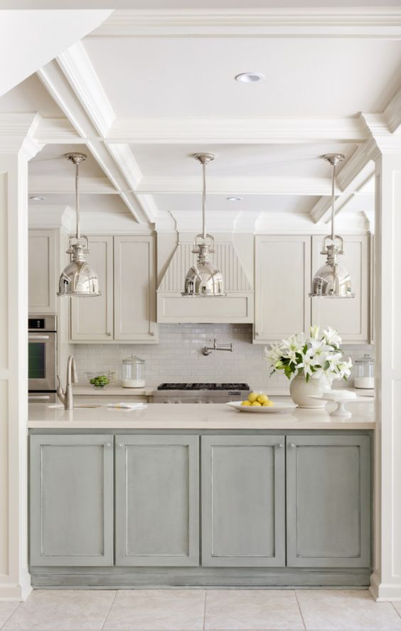Gorgeous serene and subtle kitchen. Blue and White Kitchen Decor Inspiration { 40 Home Decor Ideas to PIN}