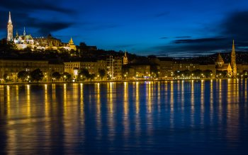 Wallpaper: Danube through Budapest at night