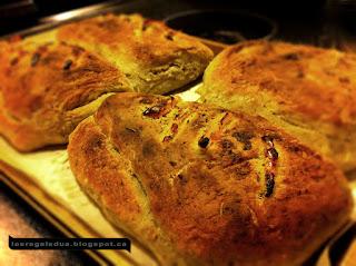 http://lesregalsdua.blogspot.ca/p/pain-aux-poivrons-et-epices-italiennes.html