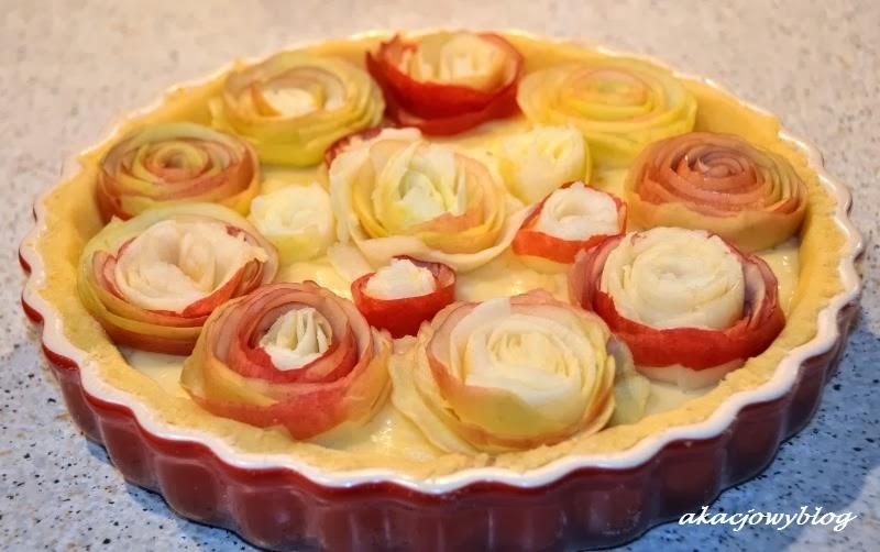 Tarta jabłkowa z kremem waniliowym.