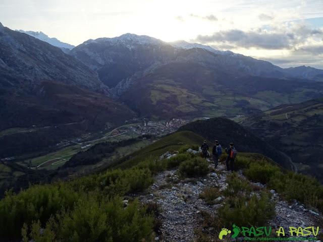 Sierra de Juan Robre: Sendero bajando a Las Arenas de Cabrales