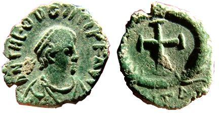 primera moneda con cara y cruz