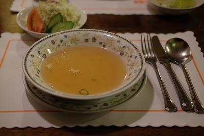 明科のハンバーグ、ステーキ、カレー レストランくるる スープ
