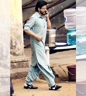 Shah Rukh khan as Raees alam with talk on phone