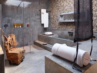 Baño decorado con piedras