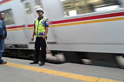 Kalau Pak PKD (Petugas Keamanan Dalam) Sudah Membunyikan Peluitnya, Hentikan Langkah Anda ..