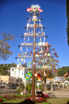 Árvore na Vila Germânica representando a união entre Brasil  e Alemanha
