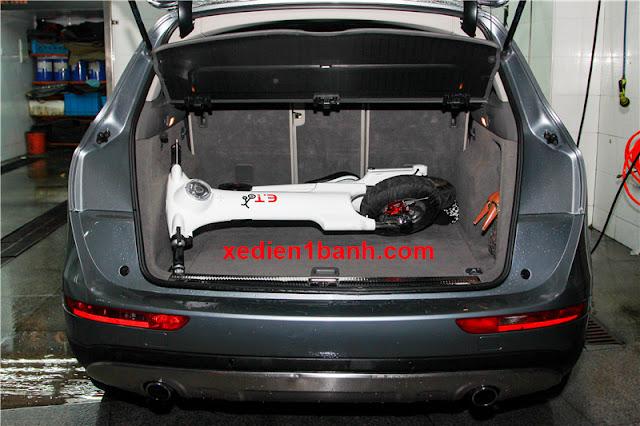 Xe điện xếp gọn et scooter đặt trong cốp xe