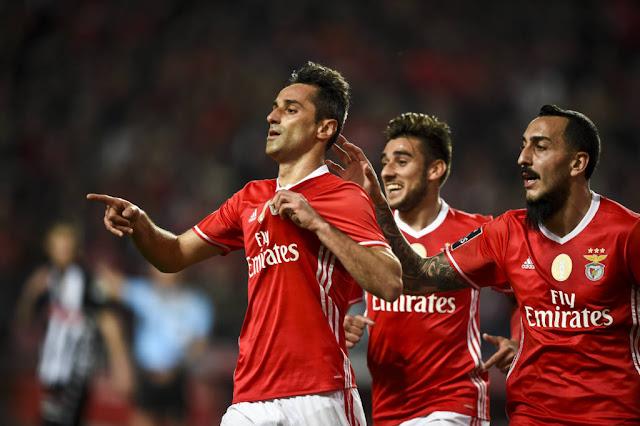 Camisa 10 do Benfica, atacante brasileiro Jonas é esperança de gols da equipe (Foto: Patricia de Melo Moreira/AFP)