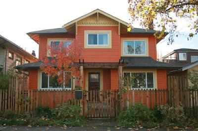 บ้านไม้สีส้ม