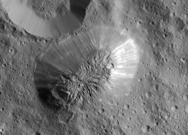 Vista satelital de Ahuna Mons