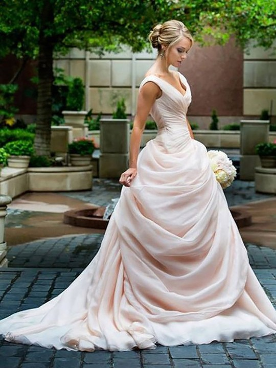 http://uk.millybridal.org/product/a-line-v-neck-organza-court-train-pick-ups-covered-button-different-wedding-dresses-ukm00022597-17726.html?utm_source=minipost&utm_medium=2399&utm_campaign=blog