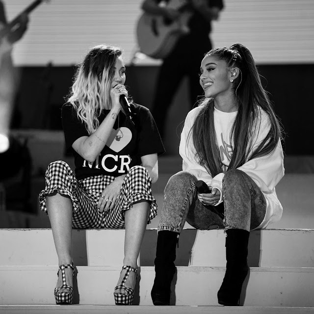 Ariana-Grande-with-Miley-Cyrus