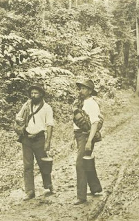 Swagmen 'On the Wallaby', Cairns, c.1907.  (State Library Qld)