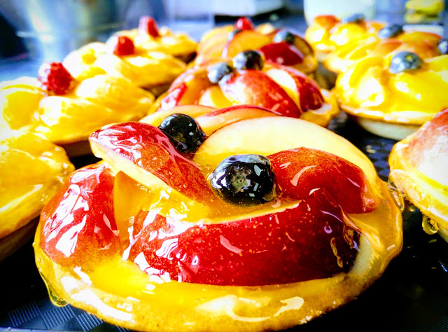 fruit tarts, colourful, fresh fruit