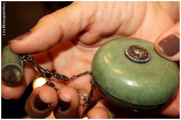 Châtelaine en galuchat, Musée à la Carte by Anne Camilli - Blog beauté