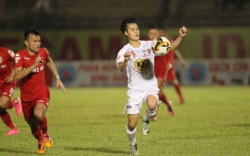 Văn Toàn nhận án 3 thẻ vàng sẽ vắng mặt trận đấu gặp TP.HCM vòng 22 V-League 2018