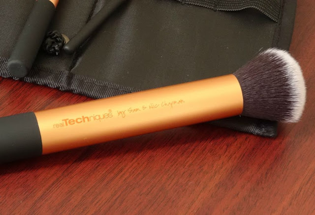 Makeup Tools Review : Real Techniques by Sam & Nic Chapman Core Collection Set -Buffing Brush Review