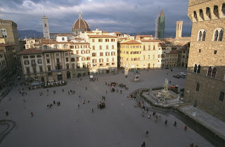 The L-shaped Piazza della Signoria in Florence