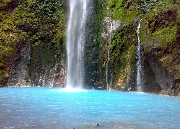 Telaga Biru Keindahan Pulau Halmehara Maluku Utara