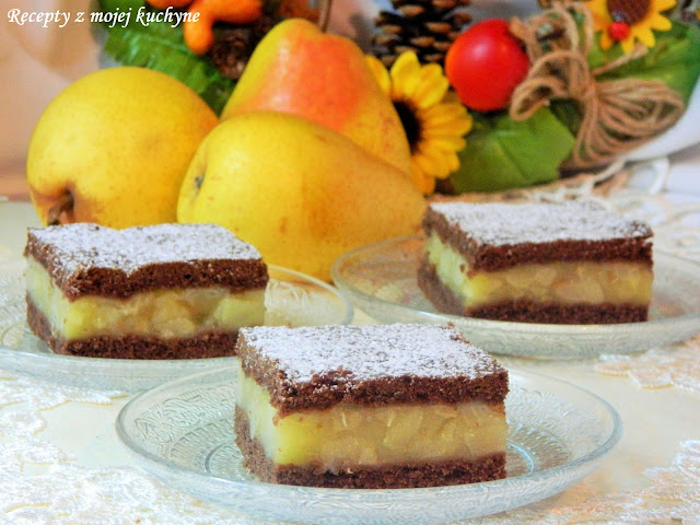 Kakaový perníkový koláč s hruškami
