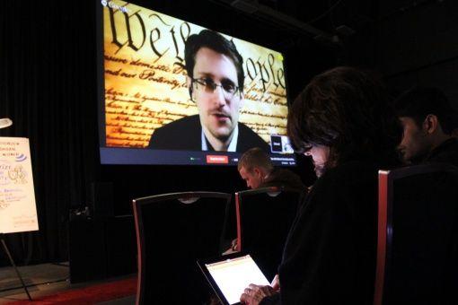 "Snowden tilda a Facebook de ""empresa de vigilancia"""