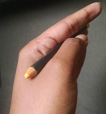 Lápis delineador amarelo da MAC: Primary Yellow (aberto)