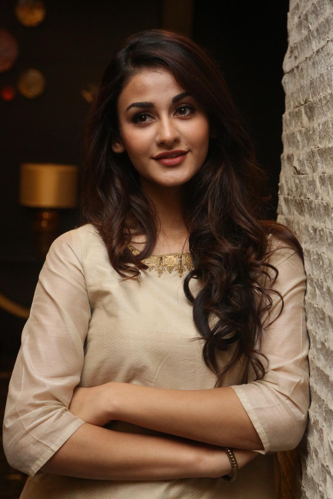 Aditi Arya Latest Cute Photos Gallery