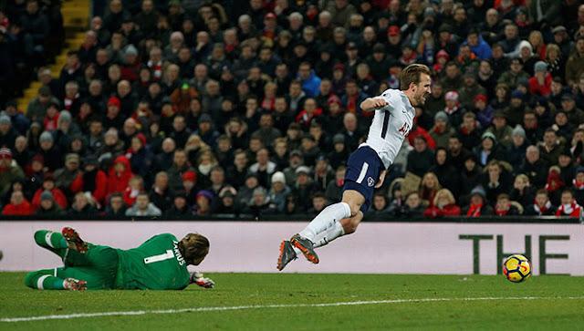 """Video Liverpool - Tottenham: 11m tưởng tượng, suýt """"bẻ còi"""" kiểu V-League 1"""