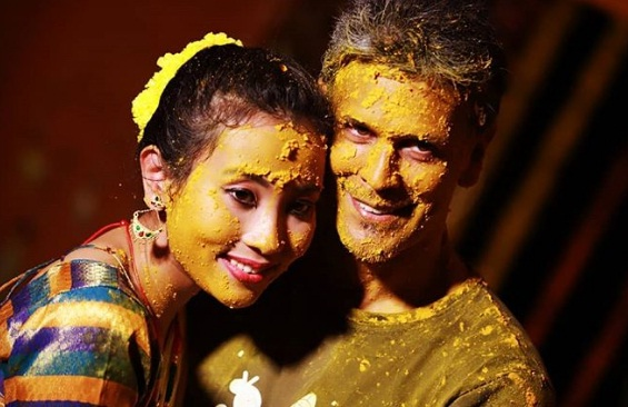 https://www.techemobi.info/2018/04/milind-soman-tied-for-marriage-with-25.html