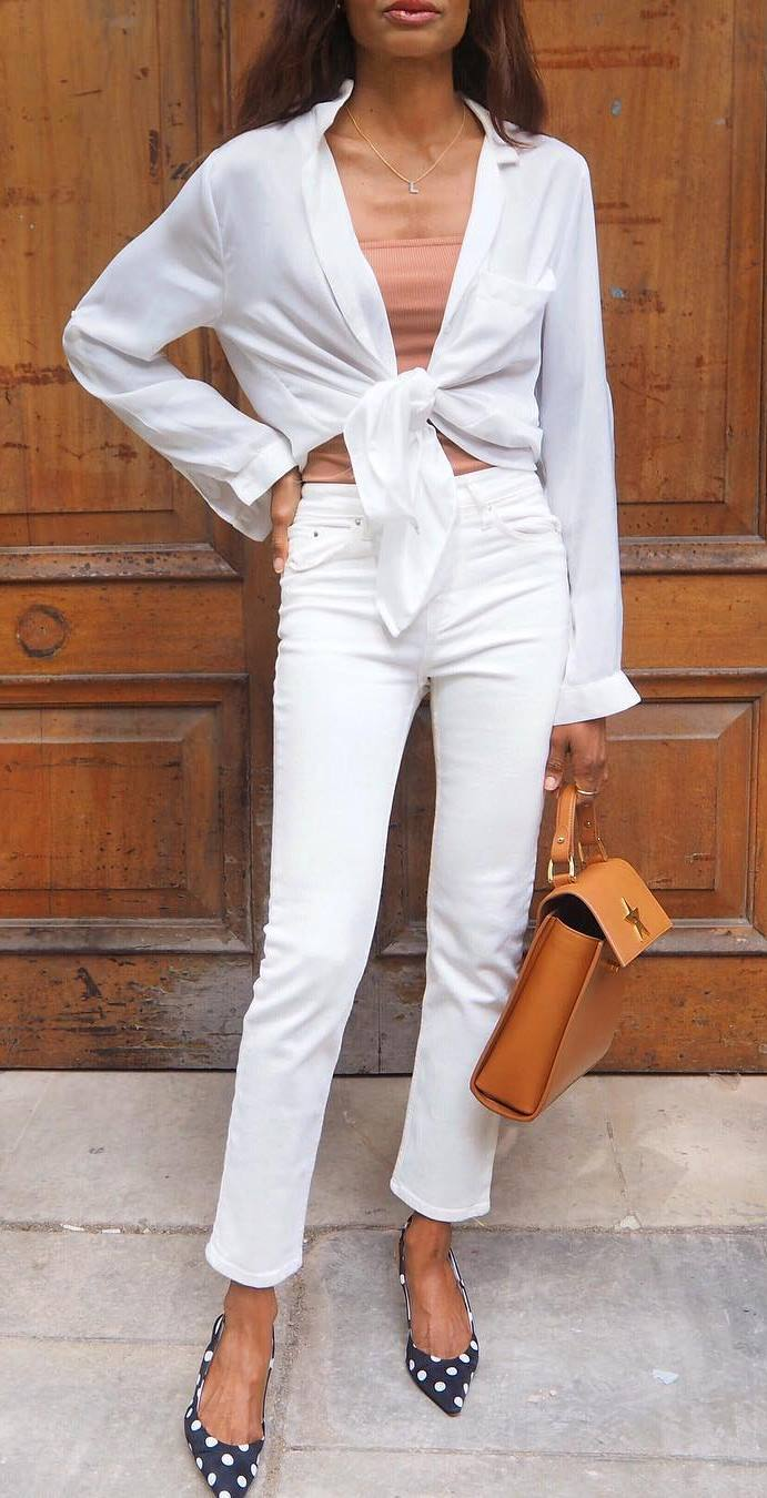 what to wear with a white shirt : neutral top + bag + white jeans + polka dots heels