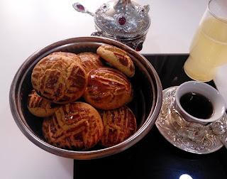 Biscuits sec simple et Economique pour le goûter réalisé par Tata Hbiba