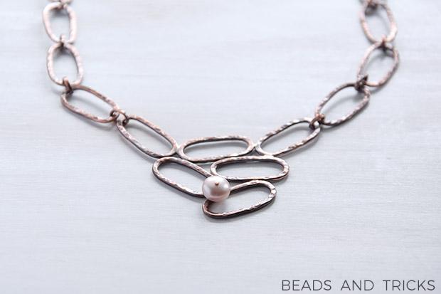 Collana in rame con perla coltivata rosata, fatta a mano