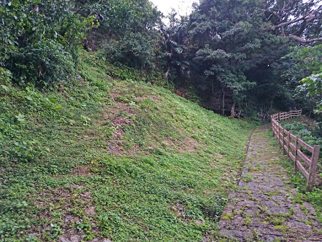 前川防空壕の写真