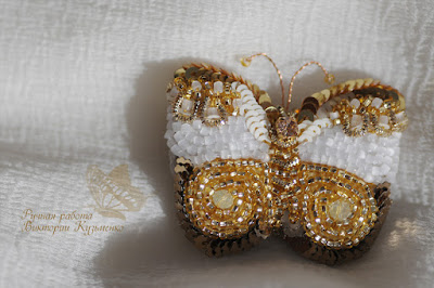золотая бабочка брошка