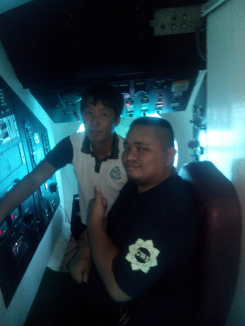 Thadz with the skipper of the Cebu Yellow Submarine