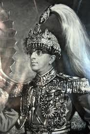 नेपाल --------- राजा महेंद्र के कर्मो का फल भोग रहा है नेपाल, साथ में भारत भी.