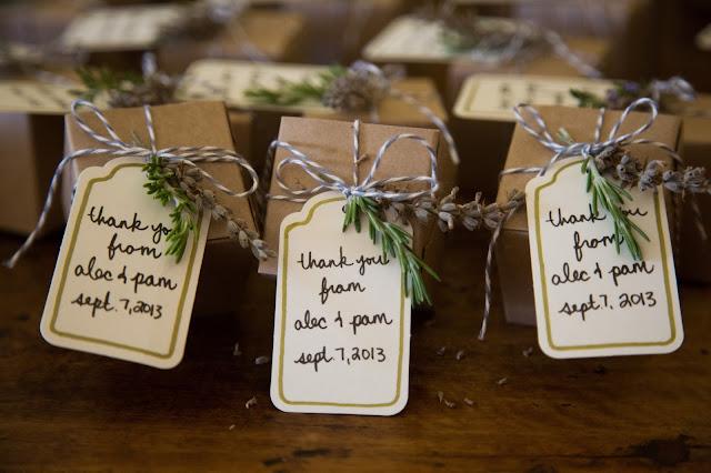 Lavanda como regalo natural para los invitados de tu boda - Foto: www.cielbleuevents.com