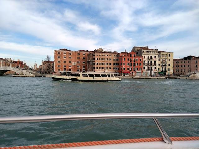 italy, italija, venice, venecija, trip, journey, europe, travel, traveling, izlet, potočki promet, autobus, put, putovanje, punta sabbioni, boat, brod, sea, more