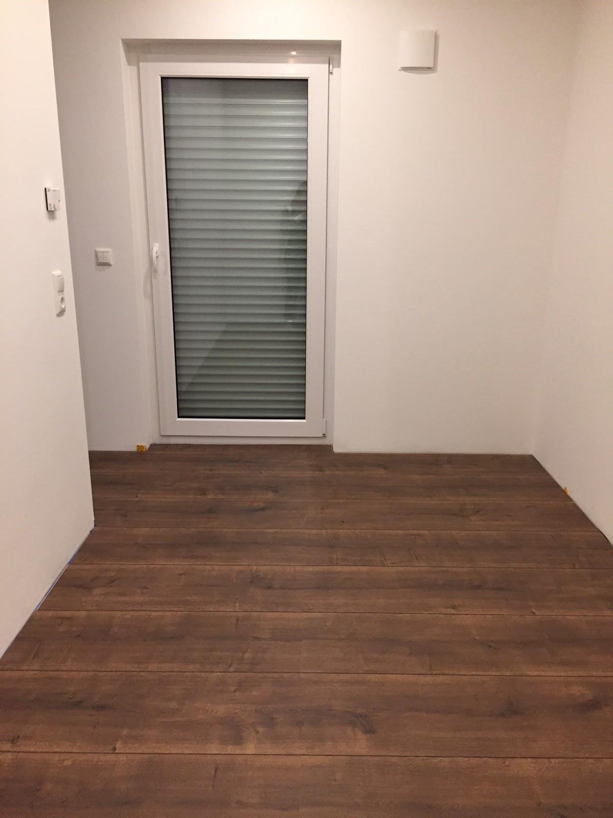 bautagebuch stadtvilla 145 laminat verlegt und grundputz. Black Bedroom Furniture Sets. Home Design Ideas