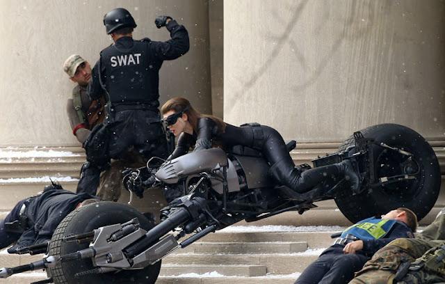 Catwoman atropella a un cámara en el rodaje de The Dark Knight Rises