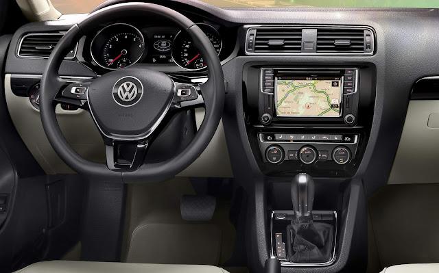 VW Jetta Highline TSI 2016 - interior - painel
