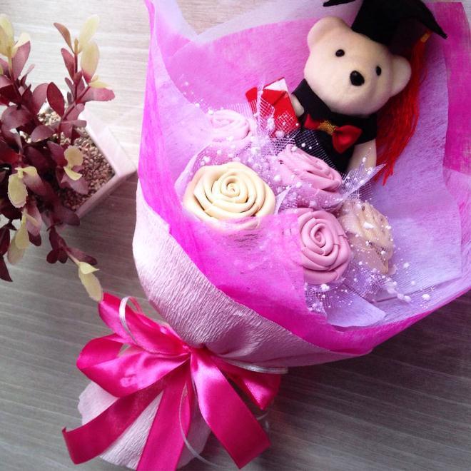Buket Bunga Wisuda Pink Cantik