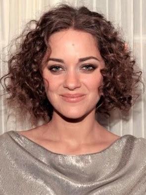 model rambut keriting sebahu wanita 2010