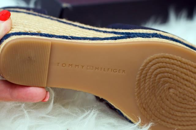wygodny koturn w sandałach