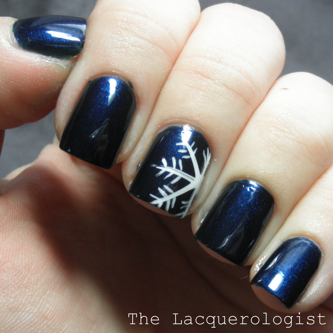 piCture pOlish Saturday: Snowflake on Electric Blue • Casual Contrast