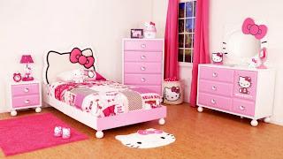 Dormitorio con hello kitty