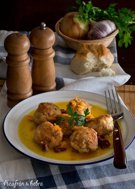 Albóndigas de pollo y pavo en salsa